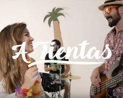 Granjeros, mecánicos, hippies y hasta rock stars en el videoclip de «A Tientas» de VAHO