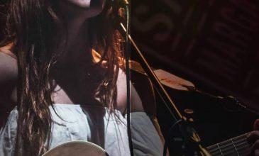 La cantautora que sin disco está conquistando la ciudad, Lucía Galindo